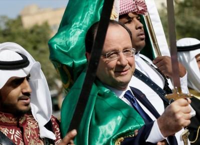 Hollande se drape dans le drapeau de l'islam et brandit le sabre de l'islam