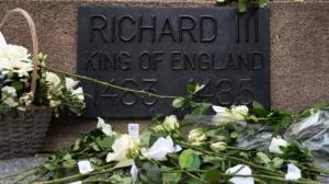 des-milliers-de-britanniques-lui-rendent-un-dernier-hommage