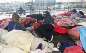 1430406240_migrant.camp.Paris.mattresses.