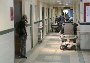 792591-les-urgences-de-l-hopital-saint-joseph-a-paris-le-20-aout-2013