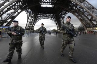 militaires-deployes-a-paris-dans-le-cadre-du-plan-vigipirate-11337776fvrcp