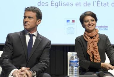 (LtoR) - French Prime Minister Manuel Valls and French Education minister Najat Vallaud-Belkacem take part in a meeting marking the National Day of Laicism on December 9, 2015, in Paris. / AFP / BERTRAND GUAY