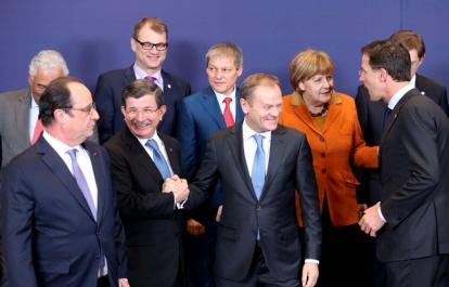 648x415_francois-hollande-premier-ministre-turc-ahmet-davutoglu-gauche-lors-sommet-entre-ue-turquie-7-mars-2016-bruxelles