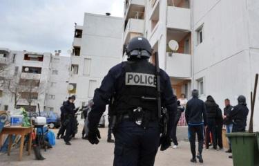 648x415_photo-prise-12-janvier-2012-policiers-lors-operation-lutte-contre-trafics-drogues-armes-cite-bassens-quartiers