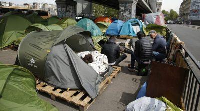 migrants-paris-e1461154741547