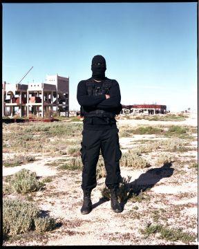 4905762_6_af00_un-membre-des-masked-men-a-zouara-le-15_47aa8dda6977427dae142e6ccb8b6f0b