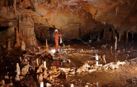 648x415_grotte-bruniquel-lors-prise-mesures-etude-archeo-magnetique
