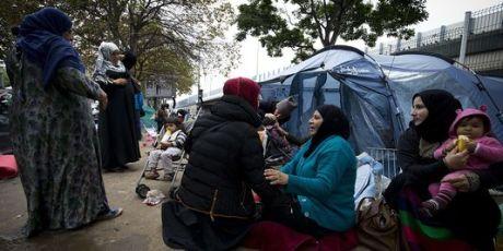 4781066_3_4ff5_des-migrants-syriens-et-leurs-enfants-le-24_1012e693d387b0e1d6dcd0b70ed0bfe3