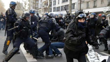 Anti-riot police officers (L) clash with high school students on Boulevard Diderot in eastern Paris on April 5, 2016 in Paris during a protest against the government's planned labour reform. The Socialist government is desperate to push through reforms to France's controversial labour laws, billed as a last-gasp attempt to boost the flailing economy before next year's presidential election. / AFP PHOTO / KENZO TRIBOUILLARD