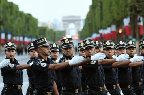 7779089465_les-cadets-de-la-gendarmerie-mexicaine-se-preparent-au-defile