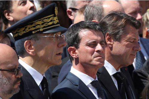 Le-Premier-ministre-Manuel-Valls-hue-a-Nice-avant-la-minute-de-silence