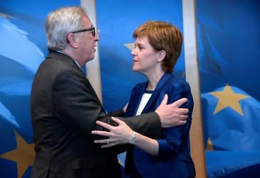 Le-president-Commission-europeenne-Jean-Claude-Juncker-accueille-Premiere-ministre-ecossaise-Nicola-Sturgeon-Bruxelles-29-juin-2016_3_1400_963