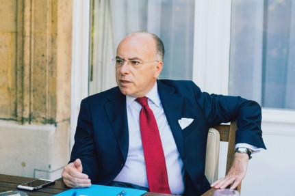 Bernard-Cazeneuve-ministre-linterieur-plaidelapaisement-tensions-entre-republique-lislam-denonce-surencheres-electorales_0_730_487