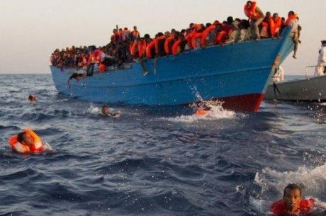 une-embarcation-de-migrants-secourue-par-l-organisation_800735_516x343