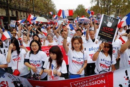 4992929_6_b47c_des-milliers-de-manifestants-de-la-communaute_16801f47548d2fad985e2de6eb9bfa09