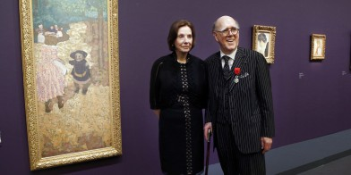 "US Spencer Hays (C) poses with his wife Marlene next to his favorite masterpiece by French painter Edouard Vuillard ""Les Premiers Pas"" (1894) after receiving the Officer of Legion of Honour from French Culture Minister on April 15, 2013 at the Orsay Museum in Paris. Spencer Hays presents today at the Orsay Museum an exhibition called ""A French Passion. The Marlene and Spencer Hays Collection"". The majority of the works presented are returning to France, their country of origin, for the first time. AFP PHOTO FRANCOIS GUILLOT / AFP PHOTO / FRANCOIS GUILLOT"