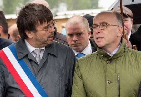 bernard-cazeneuve-avec-maire-grande-synthe-damien-caremeon-30_0_730_502