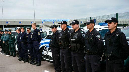 ceremonie-de-l-inauguration-du-nouveau-corps-europeen-des-gardes-fronrieres-a-kapitan-andreevo-sur-la-frontiere-bulgaro-turque-le-6-octobre-2016_5720787