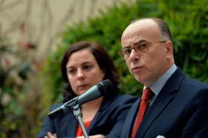 les-ministres-de-l-interieur-et-du-logement-bernard-cazeneuv_2845578