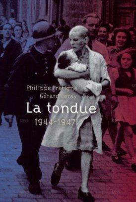 16-aout-1944-simone-touseau-23-ans-avec-son-bebe-de-trois-mois-dans-les-bras-elle-vient-de-se-faire-tondre-dans-la-cour-de-la-prefecture-de-chartres-photo-couverture-du-livre-1419571376