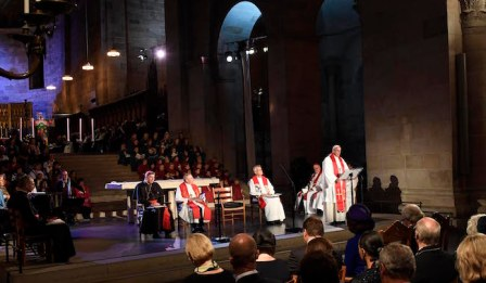 LUND 20161031 Pope Francis seen performng a ecumenical mass in o the Dome of Lund, October 31, 2016 The Pope is visiting Sweden in connection with the anniversary of the Lutheran church. Foto: Jonas Ekstromer / TT kod 10030