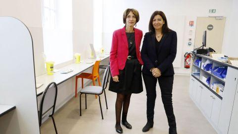 la-maire-de-paris-anne-hidalgo-et-la-ministre-de-la-sante-marisol-touraine-inaugurent-la-premiere-salle-de-shoot-a-paris-le-11-octobre-2016_5723725