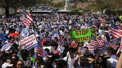 latinos-protest-in-favor-of-comprehensive-immigration-reform-on-west-side-of-capitol-hill-in-washington_2397038
