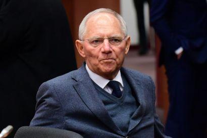972322-le-ministre-allemand-des-finances-wolfgang-schauble-arrivant-a-une-reunion-de-l-eurogroup-a-bruxelle