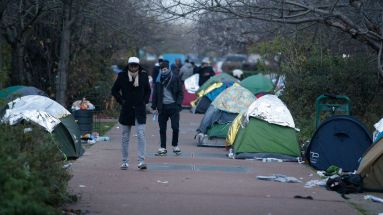 des-migrants-dans-un-camp-de-fortune-le-16-decembre-2016-a-saint-denis_5765487