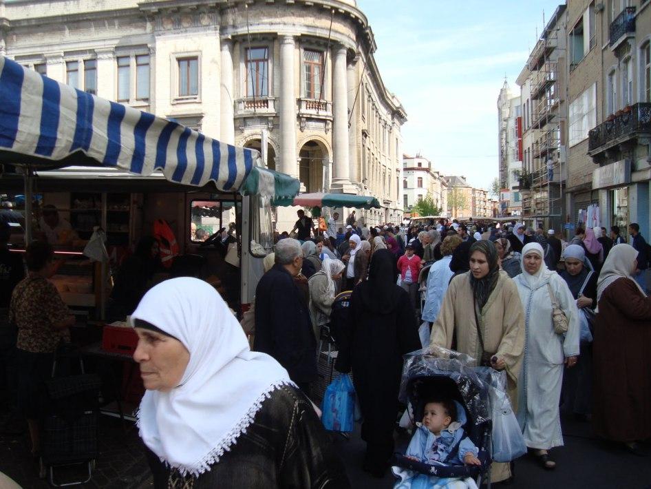 """Résultat de recherche d'images pour """"souks femmes voilées en banlieues"""""""