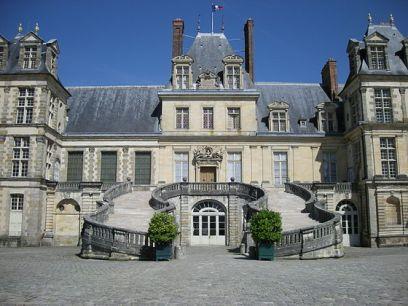 560px-fontainebleau_castle_2735351636-1