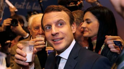 emmanuel-macron-head-of-the-political-movement-en-marche-or-onwards-and-candidate-for-the-2017-french-presidential-election-visits-the-international-agricultural-show-in-paris_5834023